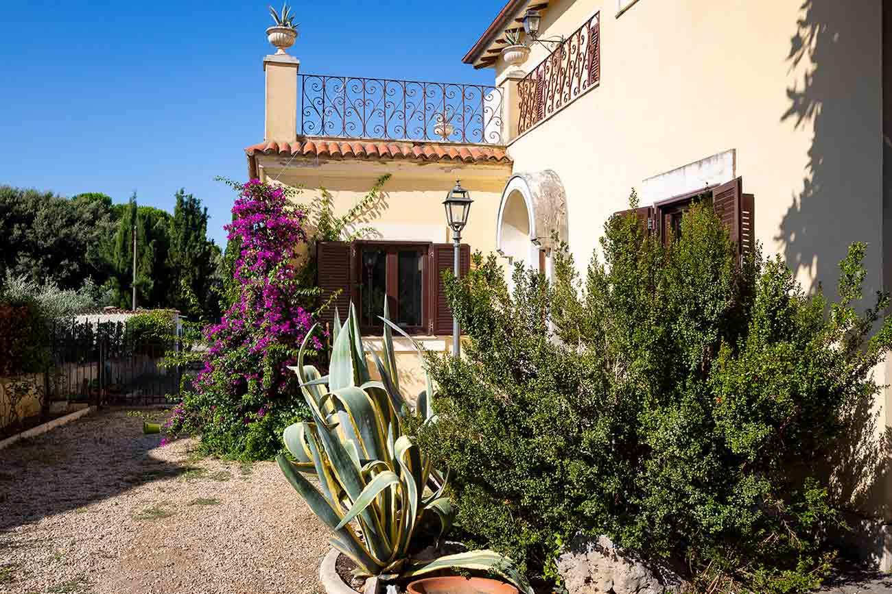 Vista entrata villa principale esterno casa vacanze Grottaferrata